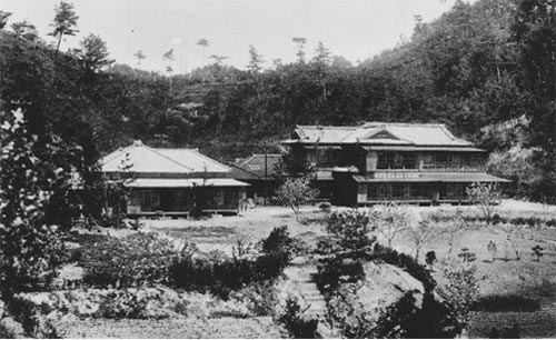 昭和五年の金沢園を正面から見たところ